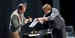 Hein van der Heijden en Victor Löw in ' De donkere kamer van Damocles'